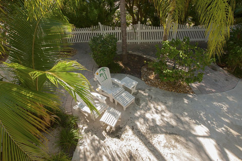 Additional photo for property listing at 1082 E CARIBBEAN Drive 1082 E CARIBBEAN Drive Summerland Key, Florida 33042 Hoa Kỳ