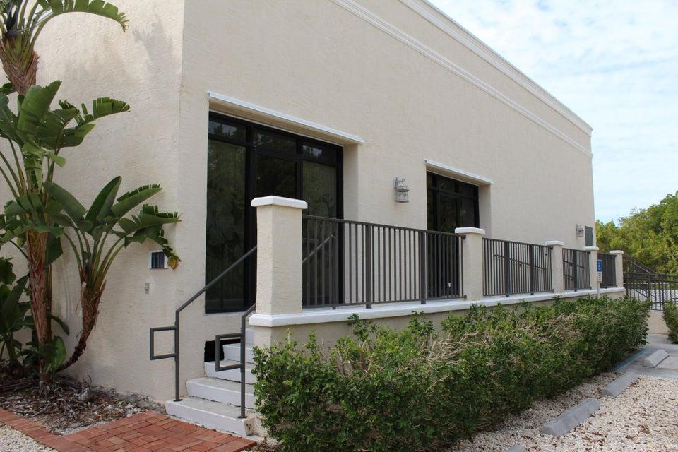 Commercial pour l à louer à 110 Porto Salvo Drive Islamorada, Florida 33036 États-Unis