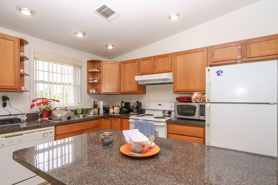 Additional photo for property listing at 108 Avenue A 108 Avenue A Marathon, Florida 33050 Estados Unidos