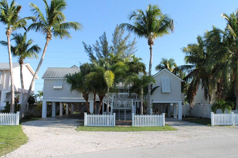 Casa para uma família para Venda às 722 Prado Circle Big Coppitt, Florida 33040 Estados Unidos