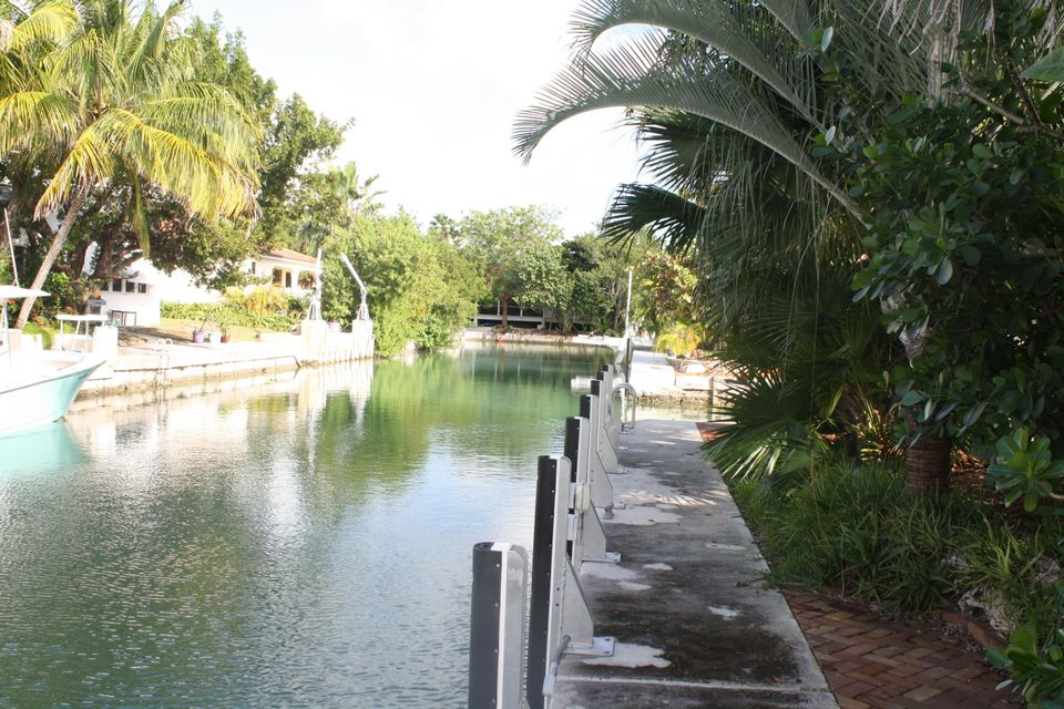 Additional photo for property listing at 21067 4Th Avenue 21067 4Th Avenue Cudjoe Key, Florida 33042 Estados Unidos