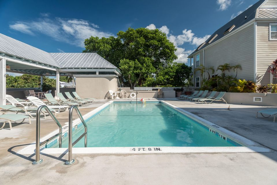 Additional photo for property listing at 1075 Duval Street 1075 Duval Street Key West, Florida 33040 États-Unis