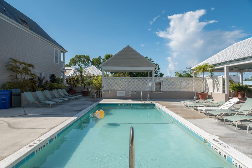 Additional photo for property listing at 1075 Duval Street 1075 Duval Street Key West, Florida 33040 Verenigde Staten