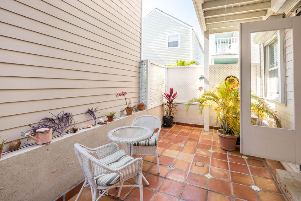 Additional photo for property listing at 1075 Duval Street 1075 Duval Street Key West, Florida 33040 Amerika Birleşik Devletleri