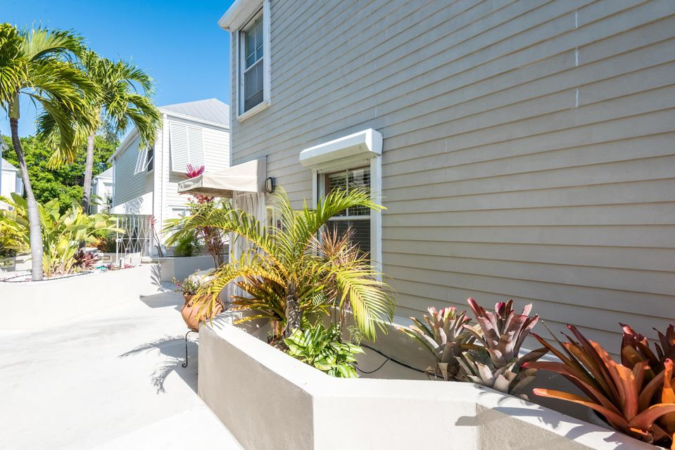 Additional photo for property listing at 1075 Duval Street 1075 Duval Street Key West, Florida 33040 Estados Unidos