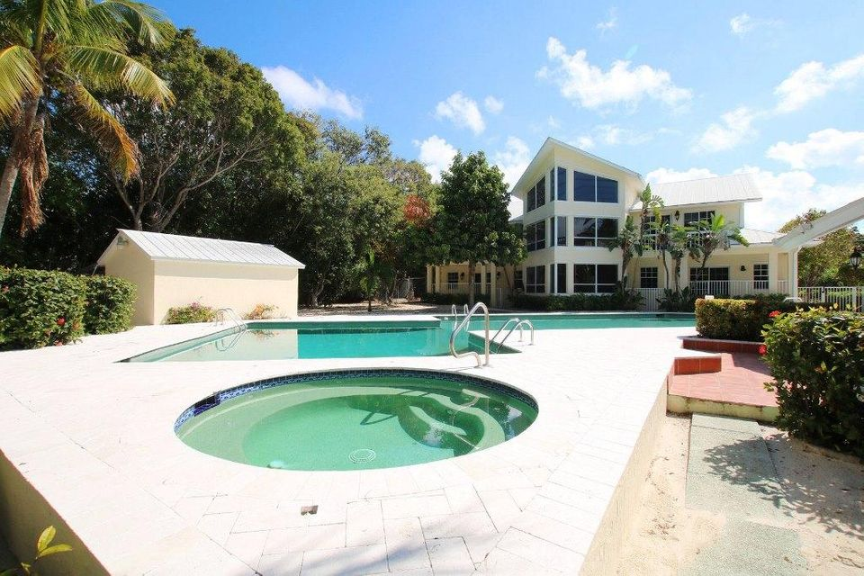 Additional photo for property listing at 97340-360 Overseas Highway 97340-360 Overseas Highway Key Largo, Florida 33037 Estados Unidos