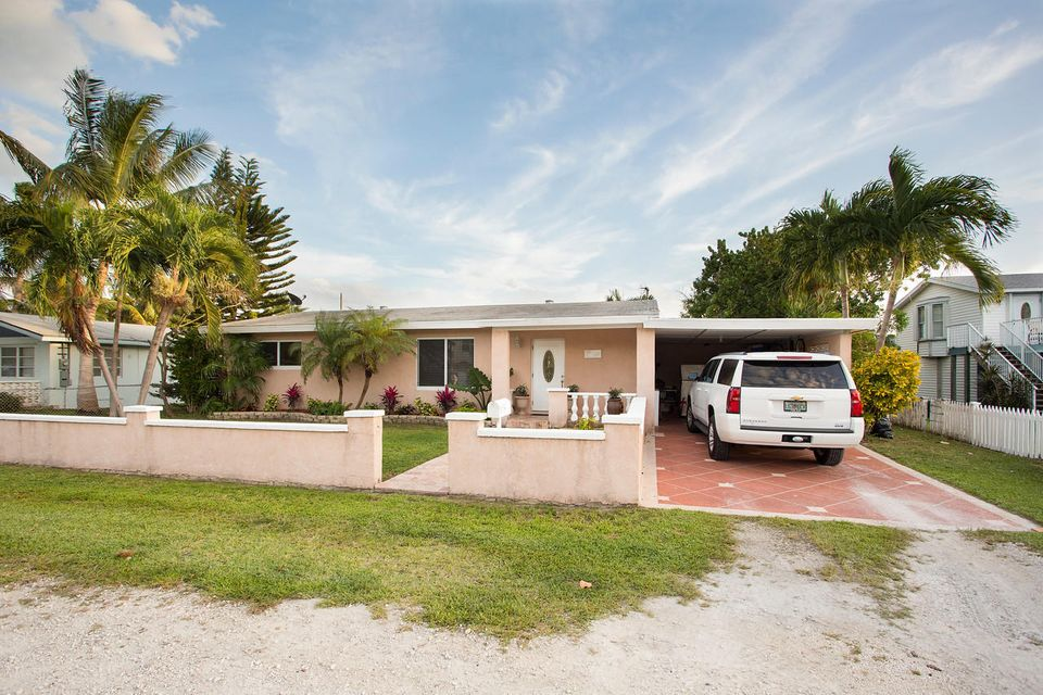 Maison unifamiliale pour l Vente à 108 Shore Avenue Big Coppitt, Florida 33040 États-Unis