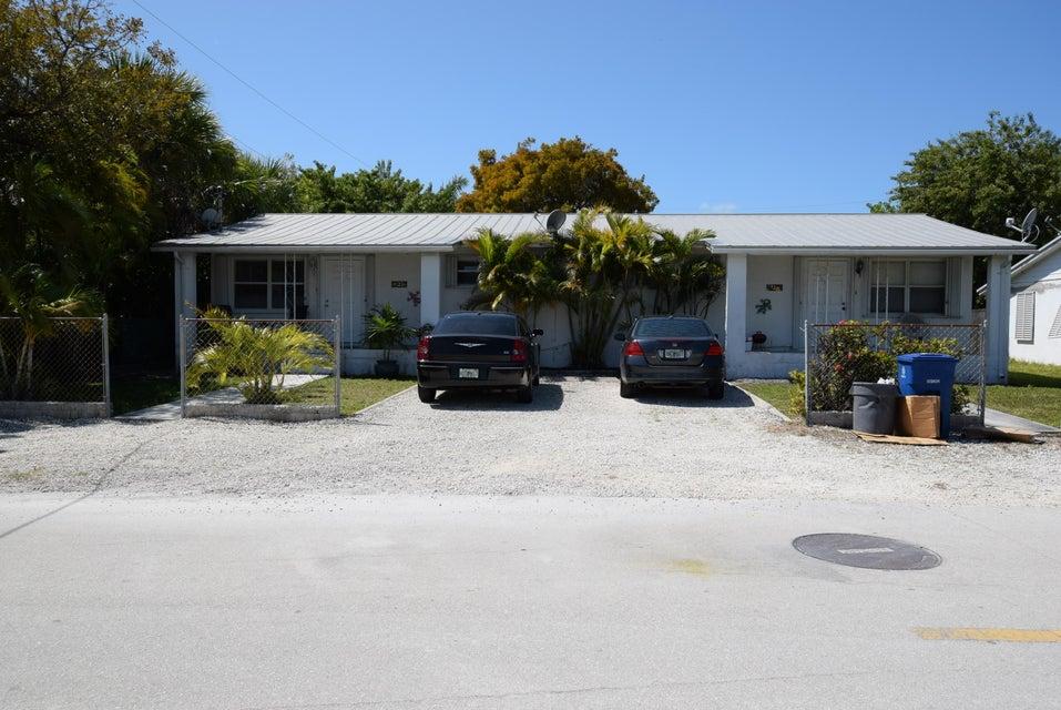 Maison avec plusieurs logements pour l Vente à 2 A & B Cactus Drive Big Coppitt, Florida 33040 États-Unis