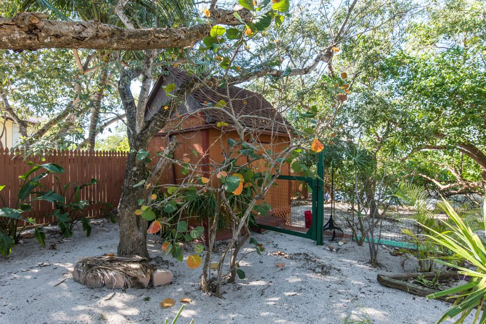 Additional photo for property listing at 1557 Long Beach Drive 1557 Long Beach Drive Big Pine Key, Florida 33043 Verenigde Staten