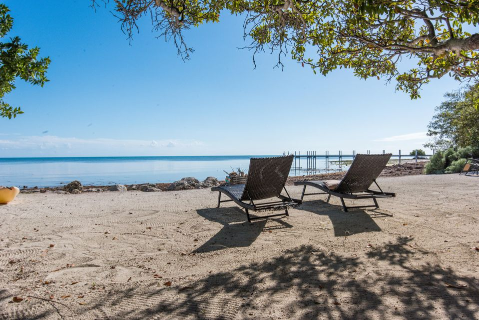 Additional photo for property listing at 1557 Long Beach Drive 1557 Long Beach Drive Big Pine Key, Florida 33043 Stati Uniti