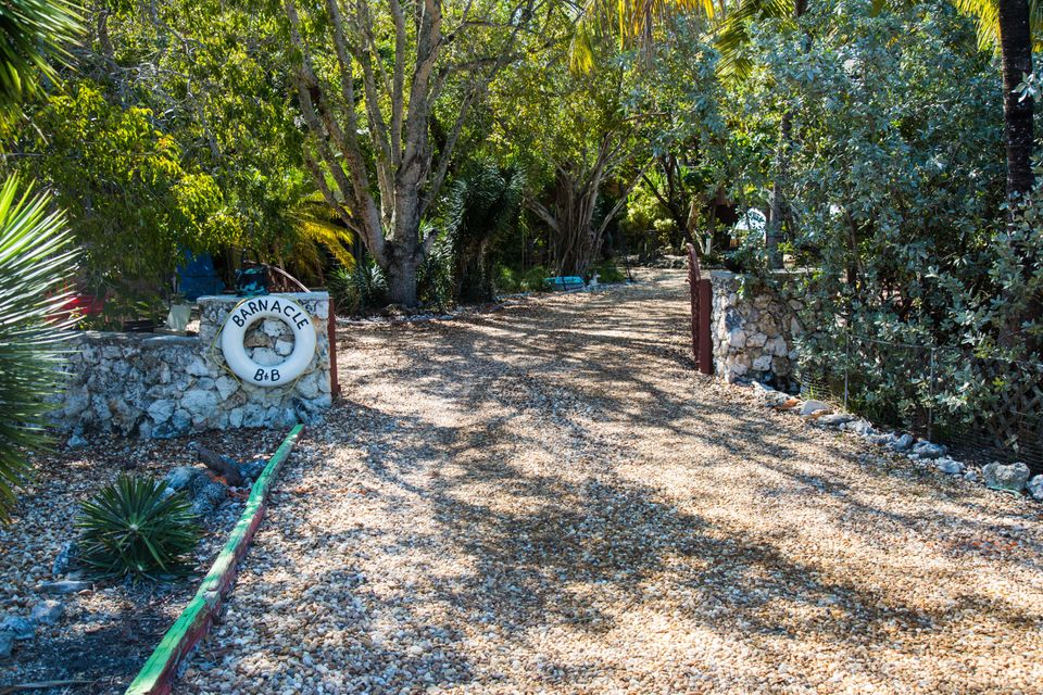 Additional photo for property listing at 1557 Long Beach Drive 1557 Long Beach Drive Big Pine Key, Florida 33043 United States