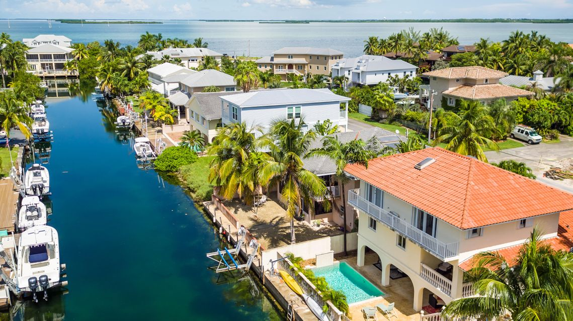 Maison unifamiliale pour l Vente à 27 Evergreen Avenue Key Haven, Florida 33040 États-Unis