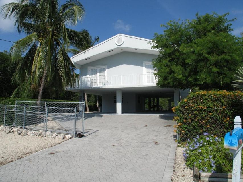 Maison unifamiliale pour l Vente à 100 4th Lane Key Largo, Florida 33037 États-Unis