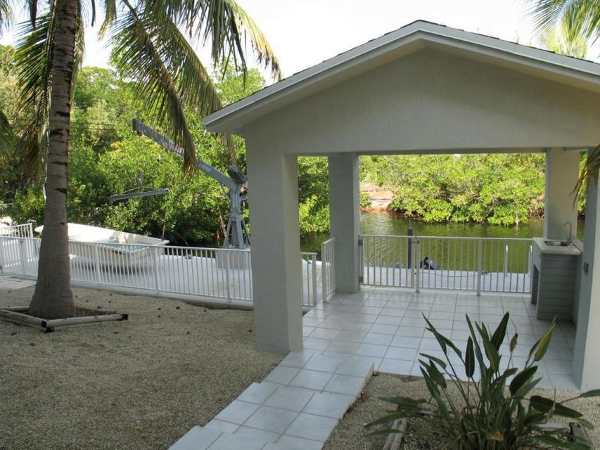 Additional photo for property listing at 100 4th Lane  Key Largo, Флорида 33037 Соединенные Штаты