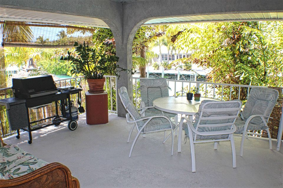 Additional photo for property listing at 320 E Seaview Drive 320 E Seaview Drive Duck Key, Флорида 33050 Соединенные Штаты