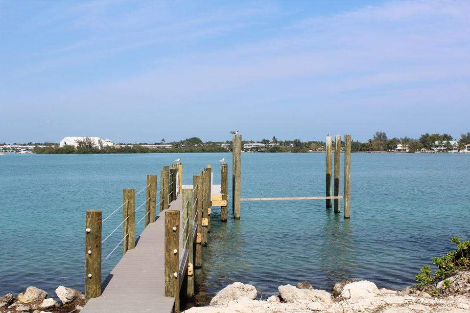 Additional photo for property listing at 427 Harbour Drive 427 Harbour Drive Duck Key, Florida 33050 Usa