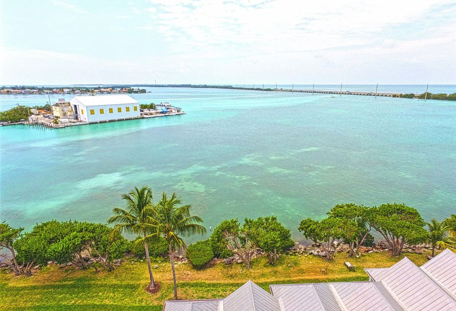 Additional photo for property listing at 5055 Sunset Village Drive 5055 Sunset Village Drive Duck Key, Florida 33050 États-Unis