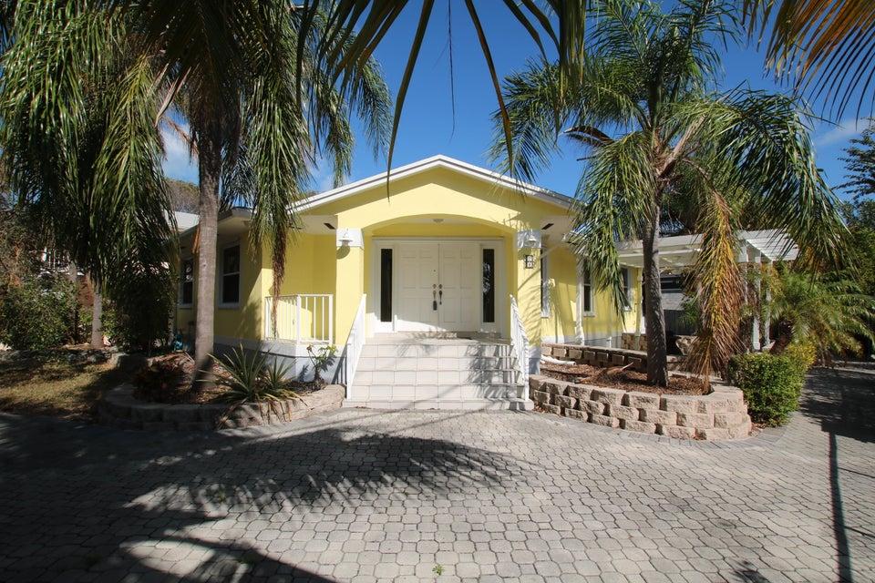 단독 가정 주택 용 매매 에 76 Marina Avenue 76 Marina Avenue Key Largo, 플로리다 33037 미국