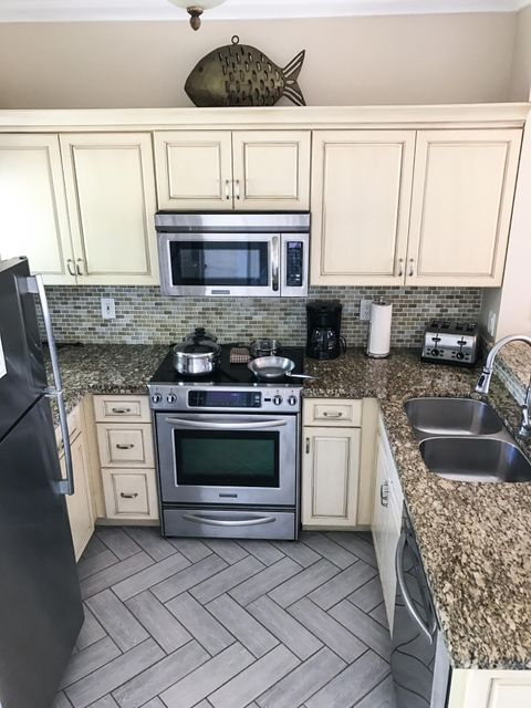 Additional photo for property listing at 5103 Sunset Village Drive 5103 Sunset Village Drive Duck Key, Florida 33050 Estados Unidos