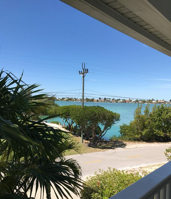 Additional photo for property listing at 5103 Sunset Village Drive 5103 Sunset Village Drive Duck Key, Florida 33050 États-Unis