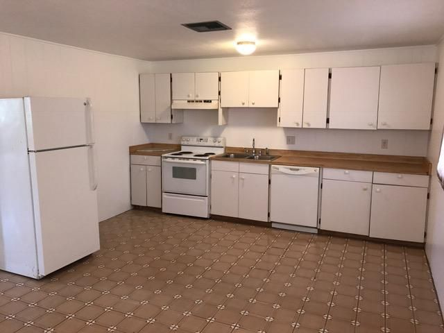 Additional photo for property listing at 280 - 290 3rd Street 280 - 290 3rd Street Key Colony, Florida 33051 Hoa Kỳ