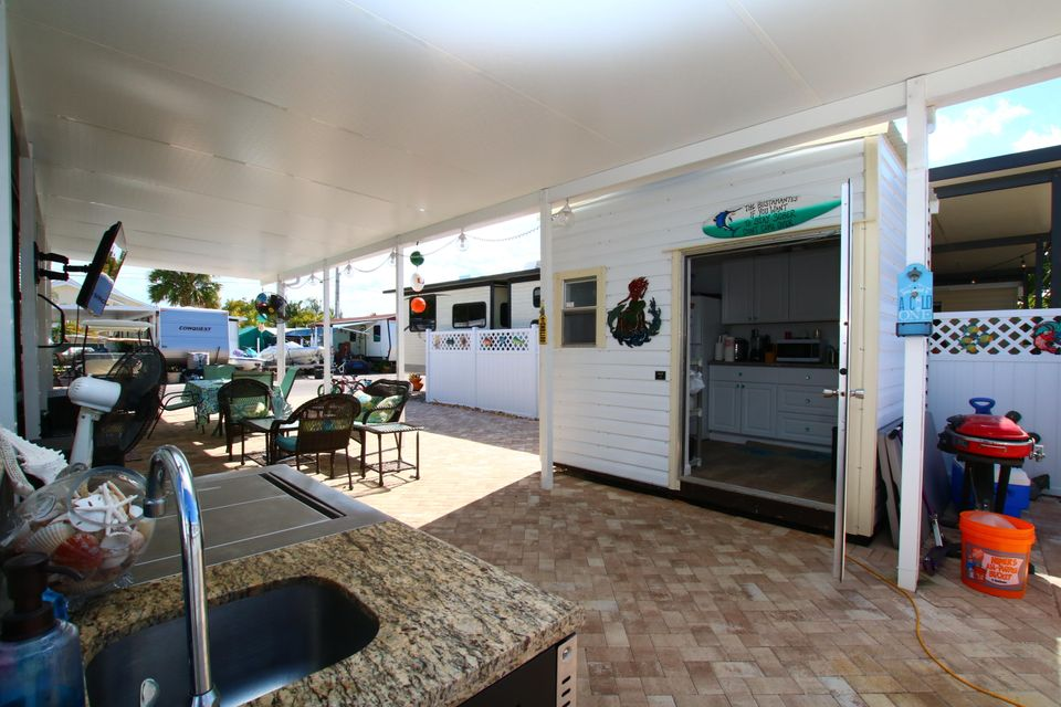 Additional photo for property listing at 325 Calusa Street 325 Calusa Street Key Largo, Florida 33037 Usa