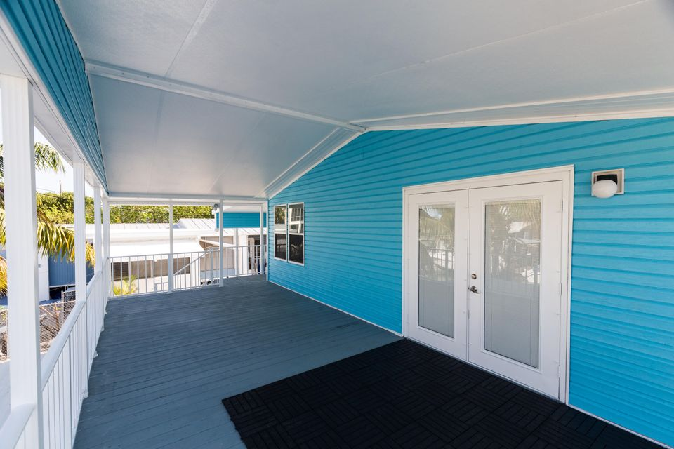 Additional photo for property listing at 837 91St Court Ocean 837 91St Court Ocean Marathon, Florida 33050 États-Unis