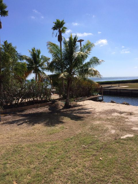 Additional photo for property listing at Treasure Harbor Treasure Harbor Islamorada, Florida 33036 Stati Uniti