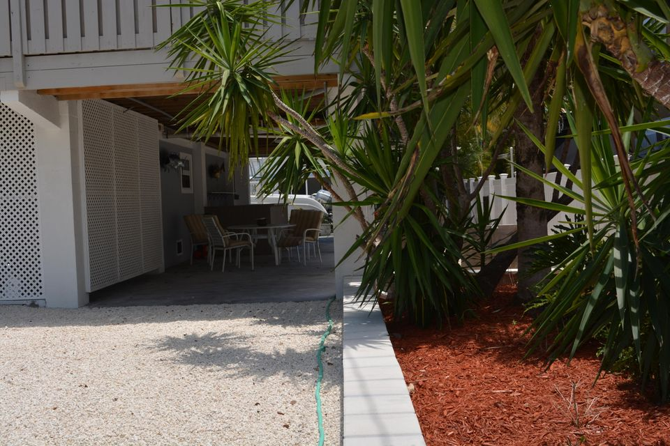 Additional photo for property listing at 3939 Gordon Road 3939 Gordon Road Big Pine Key, Florida 33043 États-Unis