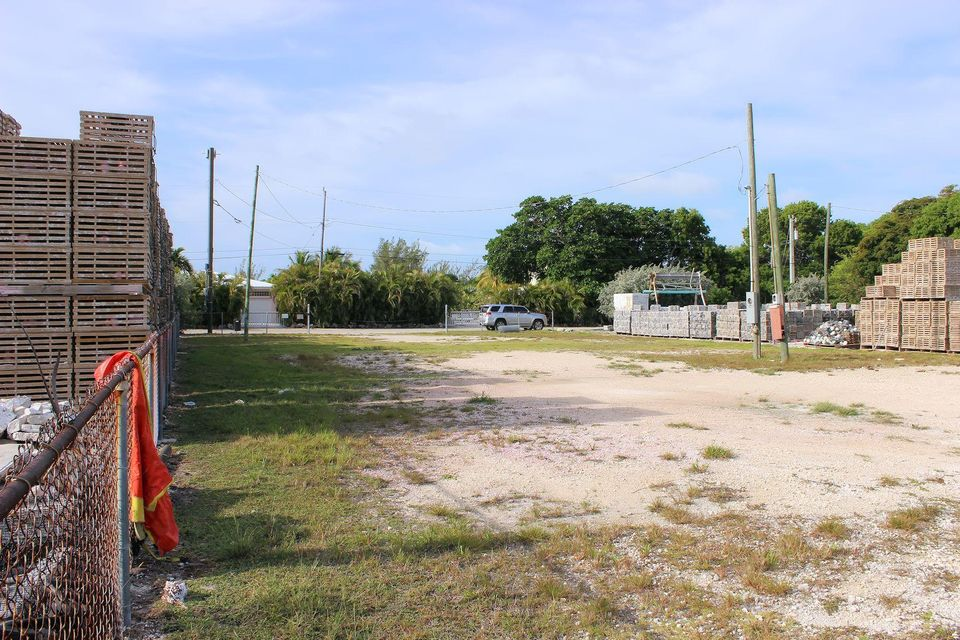 Additional photo for property listing at Vacant Geraldine Street Vacant Geraldine Street Big Pine Key, Florida 33043 Estados Unidos