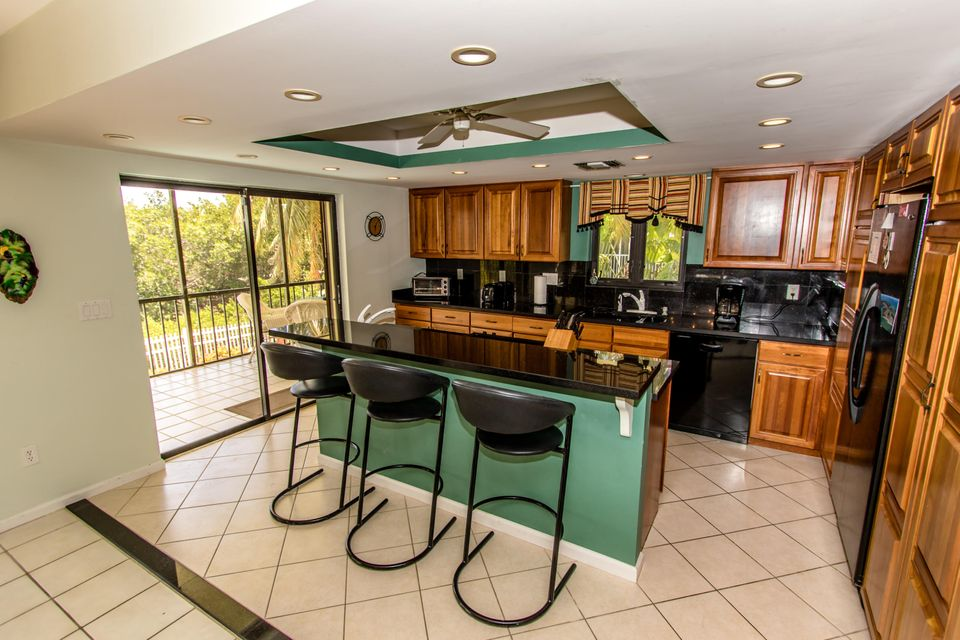 Additional photo for property listing at 220 15Th Circle 220 15Th Circle Key Colony, Florida 33051 Vereinigte Staaten
