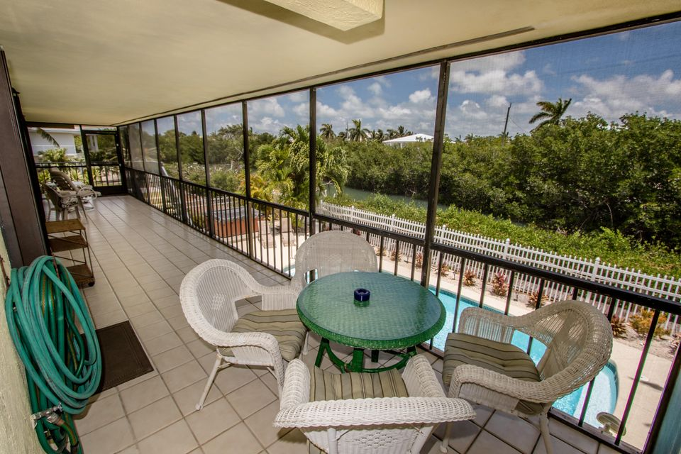 Additional photo for property listing at 220 15Th Circle 220 15Th Circle Key Colony, Florida 33051 Estados Unidos