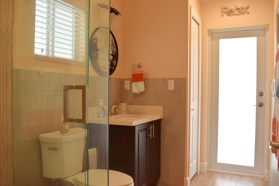 Additional photo for property listing at 701 Sharon Place 701 Sharon Place Key Largo, Florida 33037 Estados Unidos