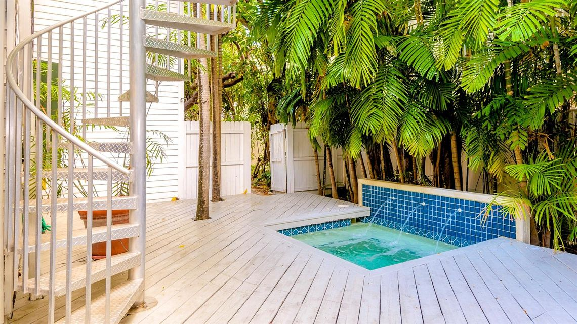Additional photo for property listing at 806 Truman Avenue 806 Truman Avenue Key West, Florida 33040 Estados Unidos