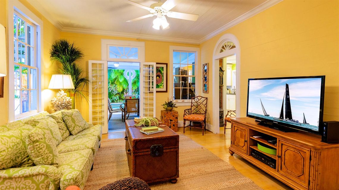 Additional photo for property listing at 806 Truman Avenue 806 Truman Avenue Key West, Florida 33040 Usa