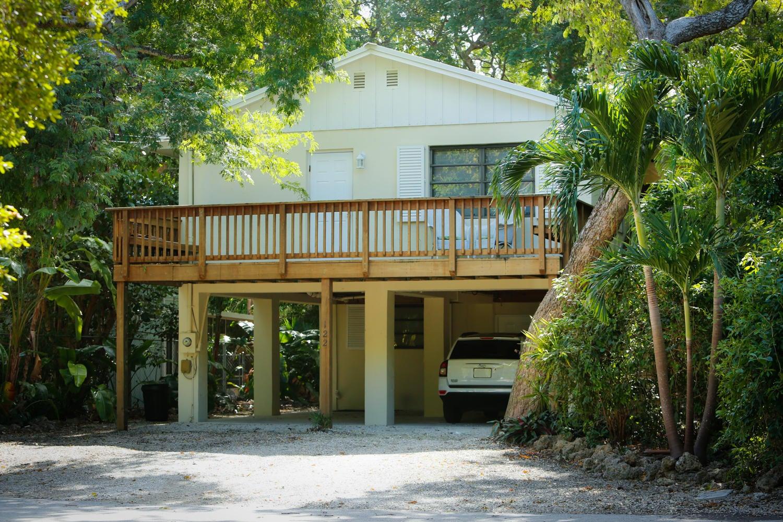 Nhà ở một gia đình vì Bán tại 122 Ocean View Drive Tavernier, Florida 33070 Hoa Kỳ