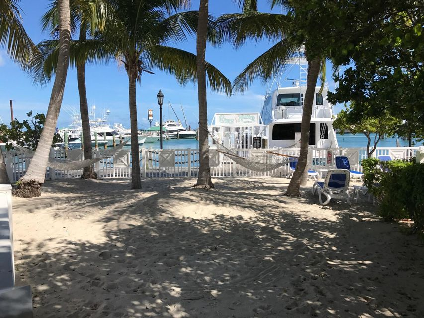 Additional photo for property listing at 951 Caroline Street 951 Caroline Street Key West, Florida 33040 États-Unis