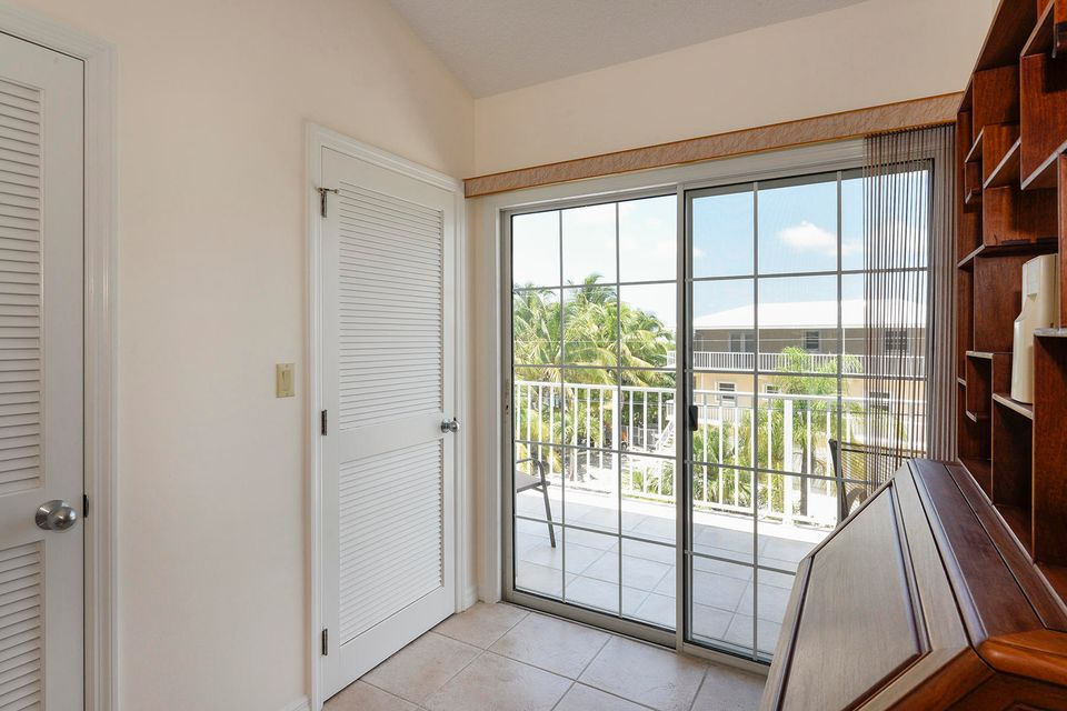 Additional photo for property listing at 620 Cruikshank 620 Cruikshank Summerland Key, Florida 33042 United States