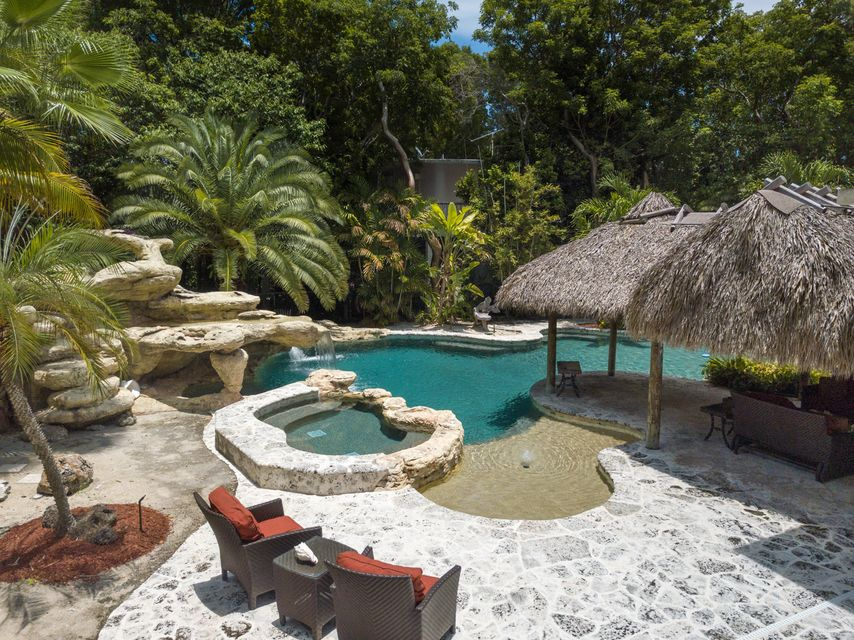 Additional photo for property listing at 195 N Airport Road 195 N Airport Road Islamorada, Флорида 33070 Соединенные Штаты