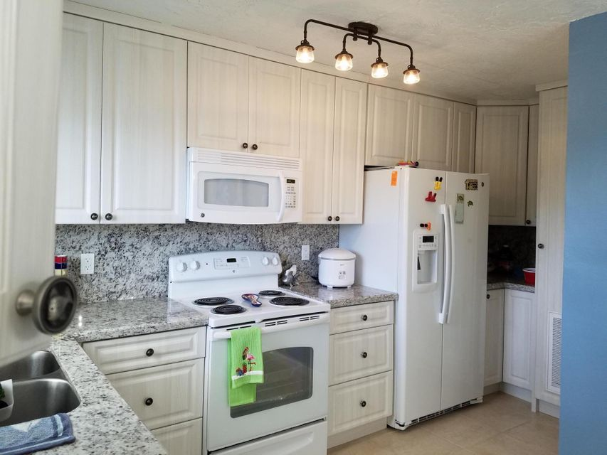Additional photo for property listing at 34 Jean La Fitte Drive 34 Jean La Fitte Drive Key Largo, Florida 33037 Stati Uniti