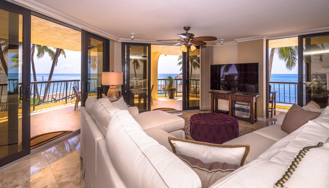 Condomínio para Venda às 101 E Ocean Drive 101 E Ocean Drive Key Colony, Florida 33051 Estados Unidos