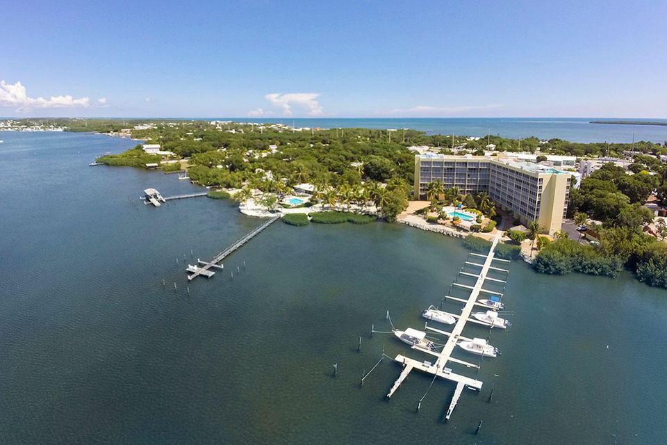 Additional photo for property listing at 200 Harborview Drive 200 Harborview Drive Key Largo, Florida 33070 Stati Uniti