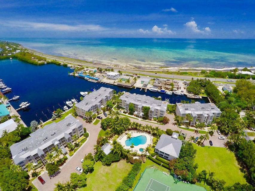 共管式独立产权公寓 为 销售 在 101 Gulfview Drive 101 Gulfview Drive 伊斯拉摩拉, 佛罗里达州 33036 美国