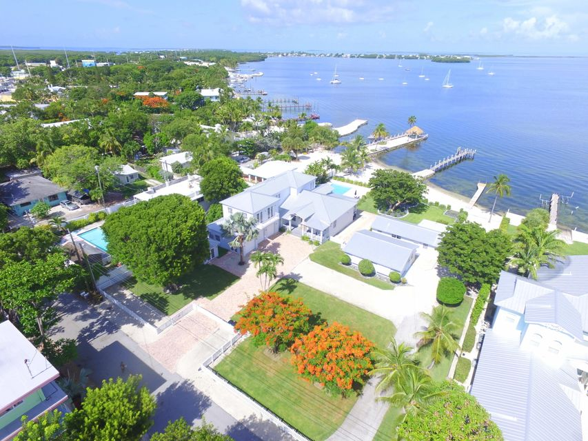 Additional photo for property listing at 128 & 130 Point Pleasant Drive 128 & 130 Point Pleasant Drive Key Largo, Florida 33037 Estados Unidos