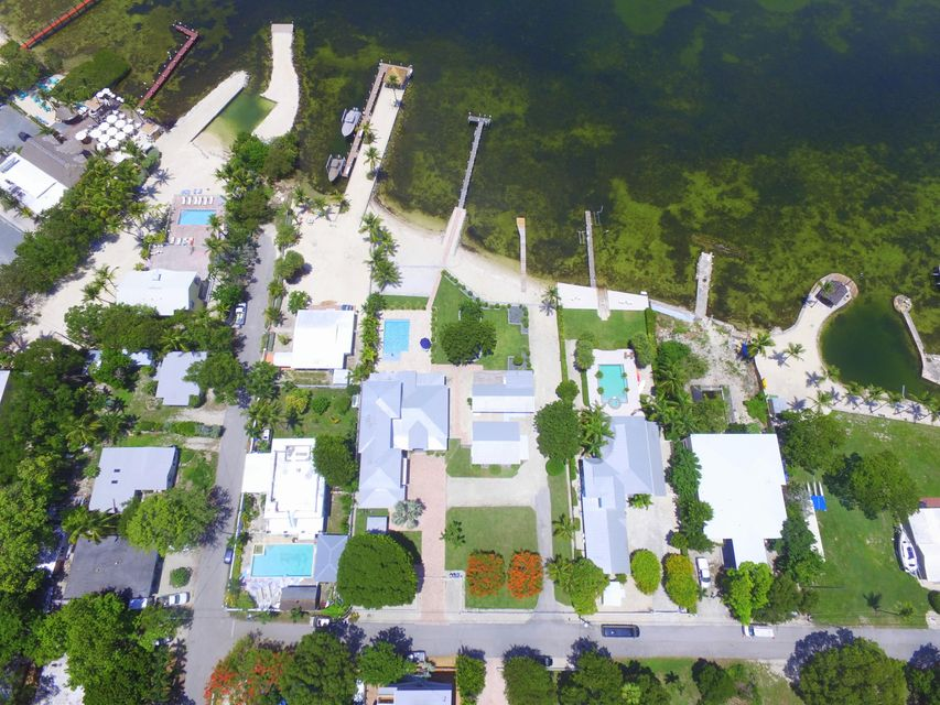 Maison unifamiliale pour l Vente à 128 & 130 Point Pleasant Drive 128 & 130 Point Pleasant Drive Key Largo, Florida 33037 États-Unis