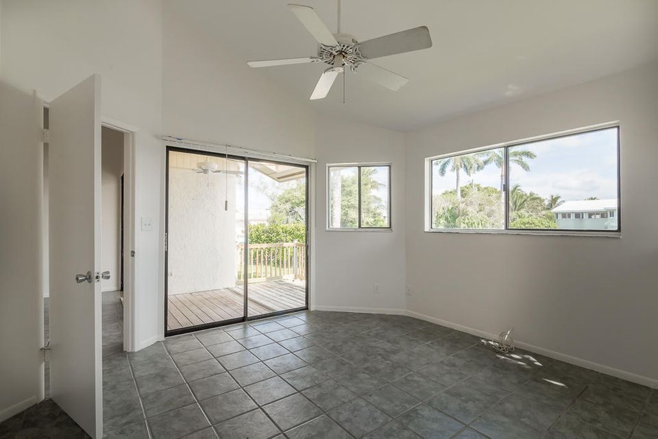 Additional photo for property listing at 24 Jade Drive 24 Jade Drive Big Coppitt, Florida 33040 États-Unis