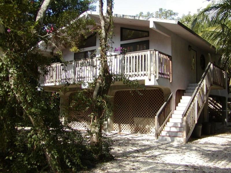 Casa para uma família para Venda às 107 Sioux Street 107 Sioux Street Islamorada, Florida 33070 Estados Unidos