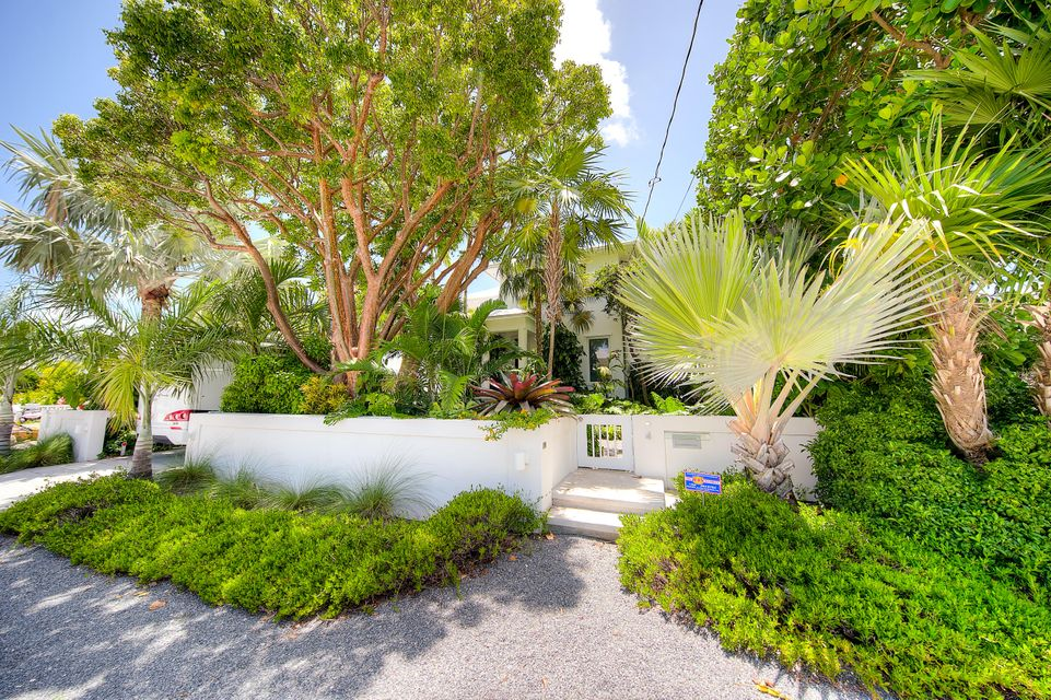 Additional photo for property listing at 4 Coconut Drive 4 Coconut Drive Key Haven, Florida 33040 États-Unis