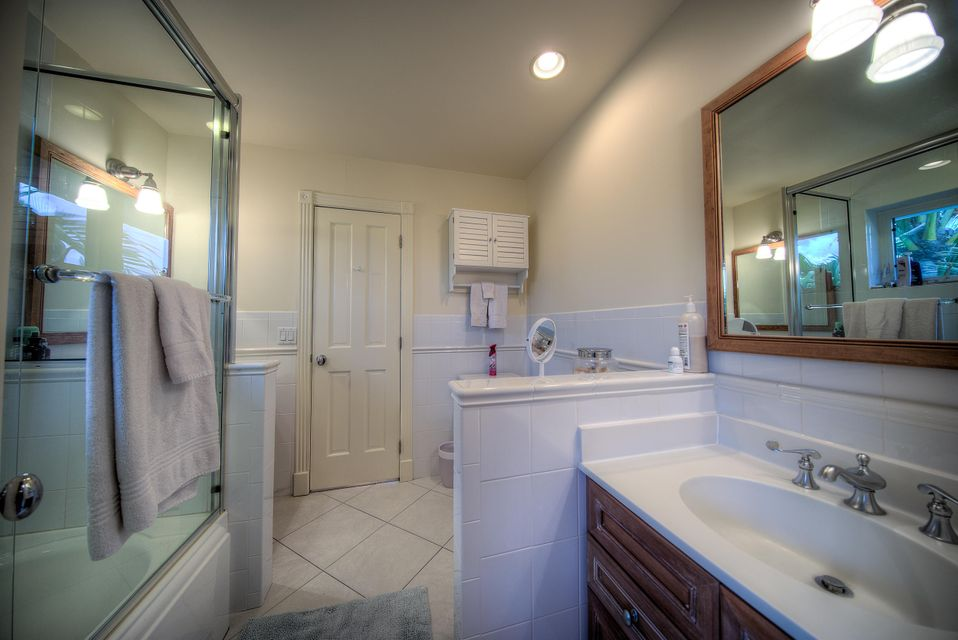 Additional photo for property listing at 4 Coconut Drive 4 Coconut Drive Key Haven, Florida 33040 Estados Unidos