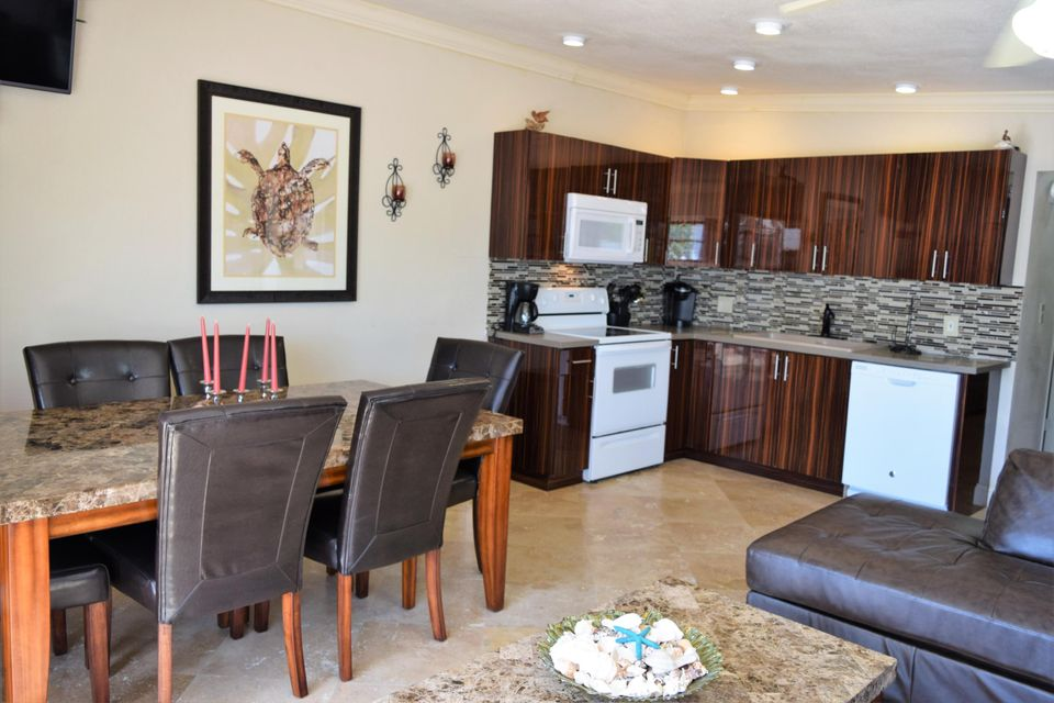 Additional photo for property listing at 300 4th Street 300 4th Street Key Colony, Florida 33051 Hoa Kỳ